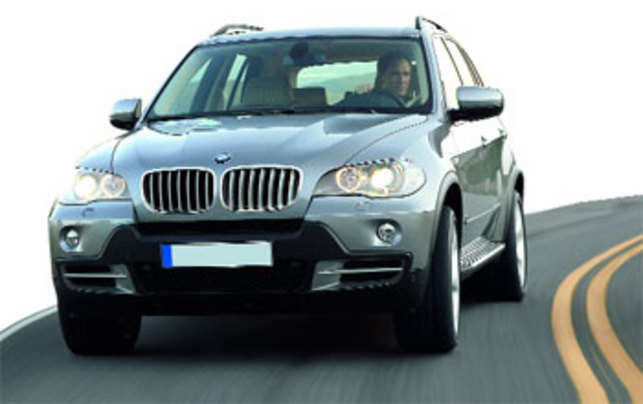 Taming Of The SUVs BMW X Vs Audi Q The Economic Times - Audi q5 vs bmw x5
