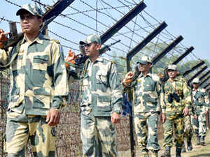 The Pakistan Army today violated the ceasefire by opening fire in Poonch sector of Jammu and Kashmir, drawing retaliation from Indian troops.