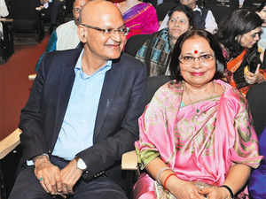 In the mother-son tangle of who will inherit Abhey Oswal's group, his widow Aruna says she will not go on the offensive against son Pankaj.