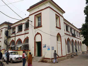 The spectre of demolition looming large over nearly 200-year-old Patna Collectorate has brought back memories of the lost colonial-era Dak Bungalow.