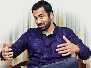 Kal Penn missed riding an autorickshaw through the busy streets of Delhi this time — like he did in a colourful video that went viral in the winter of 2015.