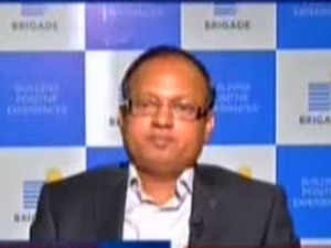 In an exclusive interview with ET Now, Suresh Kris, CFO, Brigade Enterprises, says he expects 30-35% growth in topline and bottomline growth going forward.