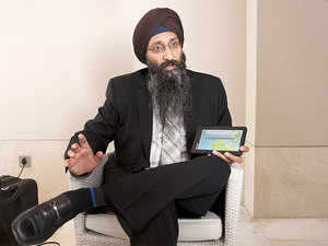 Founder of DataWind Ltd., Suneet Singh Tuli Shows AAkash - 2.