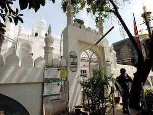 Masjid-e-Askari is a tribute to Persian Aga Ali Asker, the brain behind many rich heritage structures in Bengaluru including Balabrooie.