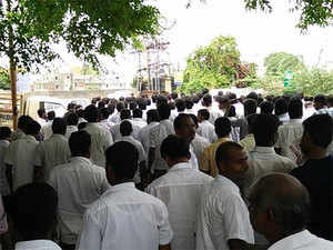 """CITU leader Anbalagan spoke to cab drivers. He said:"""" We need to protest together. This problem s not just an Ola problem. Its larger than that."""""""