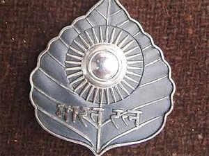 "It would be a ""fantastic gesture"" by the NDA government if it announces Bharat Ratna to P V Narasimha Rao, said Sanjaya Baru."