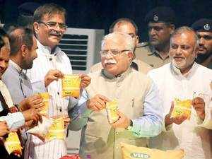 Haryana Chief Minister Manohar Lal Khattar launching Vita Pasteurized Milk of A2 Indigenous Cow in Panchkula.