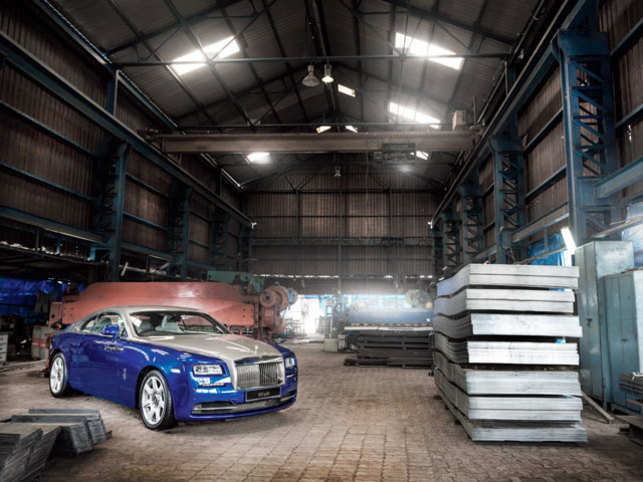 The Rolls-Royce Wraith is frighteningly fast & hauntingly silent