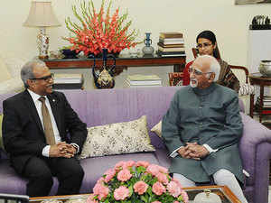 M. Hamid Ansari with Minister of Foreign Affairs of the Republic of Maldives, Mohamed Asim in a meeting in New Delhi.