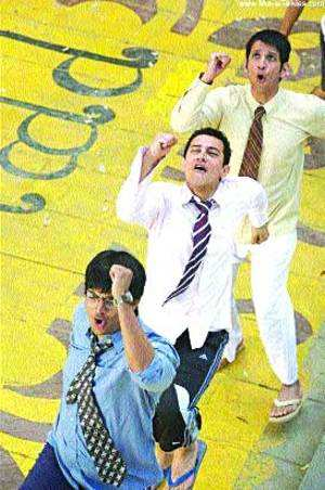 It's three cheers for 3 Idiots, Aamir on opening day