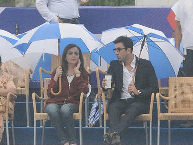 The two chatted animatedly throughout, all the while holding their own umbrellas on the open stands right through the event. In the spirit of sport, nothing could rain on their parade. (Pic:  Viral Bhayani)