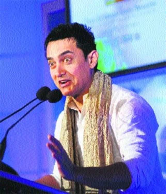 Aamir Khan at ET Awards: This star touches a chord on earth