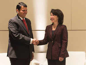 Oracle CEO Safra Catz and Maharashtra chief minister Devendra Fadnavis sign a Memorandum of Understanding to develop a smart city Centre of Excellence powered by Oracle Cloud.