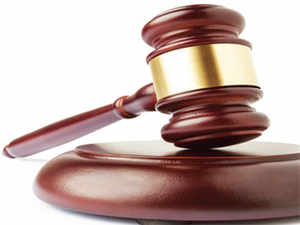 The bench issued notices to Exide Technologies on the Indian rival's appeal against the HC division bench order, and stayed that order.