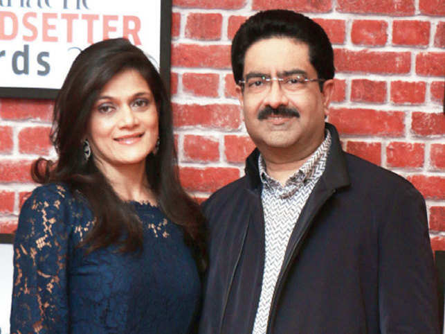 Kumar Mangalam Birla with wife Neerja Birla. He presented the ETPanache Trendsetting Idea award to Dilip Chabria, Co-Founder, TeamIndus.  Read more at: http://economictimes.indiatimes.com/articleshow/54892328.cms?utm_source=contentofinterest&utm_medium=text&utm_campaign=cppst