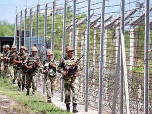 The SSB personnel stopped them at Indo-Nepal border and on checking they were found holding Pakistani passports