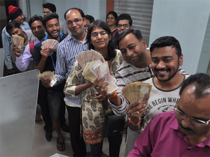 Large crowed gathered at various ATM's in city after PM Modi decleared currency of 500 and 1000 notes illegal. ATM's were overflowing in Nagpur on tuesday 08th november 2016.