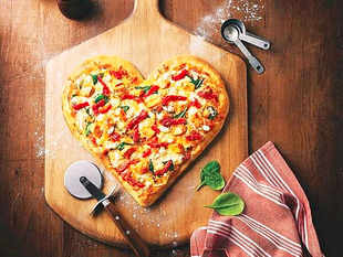 Pizza Hut offers free pizzas worth Rs 5 lakh to bankers and queued customers