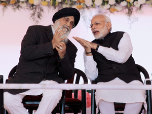 Prime Minister Modi's advice to the cash-crunched masses: Pay with mobile phones