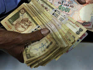 Demonetisation has given rise to new currency brokers who are converting the old notes at 30 to 40% discount.