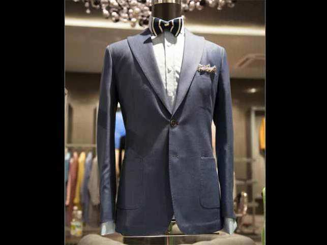 Pocket squares  are the best adornment for the quintessential 'fashionable' man, adding eccentricity to any outfit.