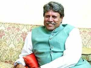 Kapil Dev said that he had nothing to do with any political party but he would not hesitate in appreciating the right step, which is for the benefit of the country.