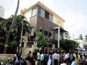 The I-T department claimed to have seized Rs 30 lakh in new currency and five kg gold bars from Chief Secy's house.