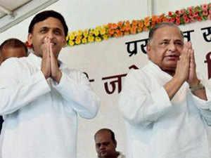Mulayam-Akhilesh take fight over 'cycle' to Election Commission