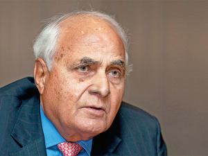 The chairman of DLF, India's largest real estate co, says the city needs an autonomous development authority.