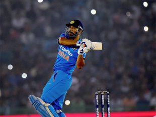 Abbas said that what impressed him the most about Dhoni is coll composure on the field despite.