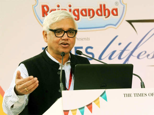 Amitav Ghosh reveals he wasn't able to put pen to paper during his four-day stay at the Rashtrapati Bhavan last year.