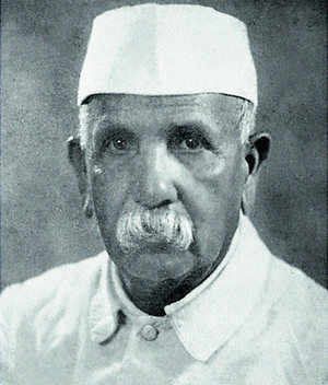 Laxman Kashinath Kirloskar started the township after he was forced to move to Kolhapur. He brought the first 50 workers and their families through a nearby station at Kundal Road