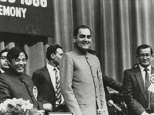 The first Soviet condolence message to India after Indira Gandhi's assassination came from none other than Soviet Communist Party chief Chernenko, and was sent to Rajiv Gandhi and not the then President Jail Singh, strengthening Moscow's belief that the Gandhi scion will be the PM, according to CIA.