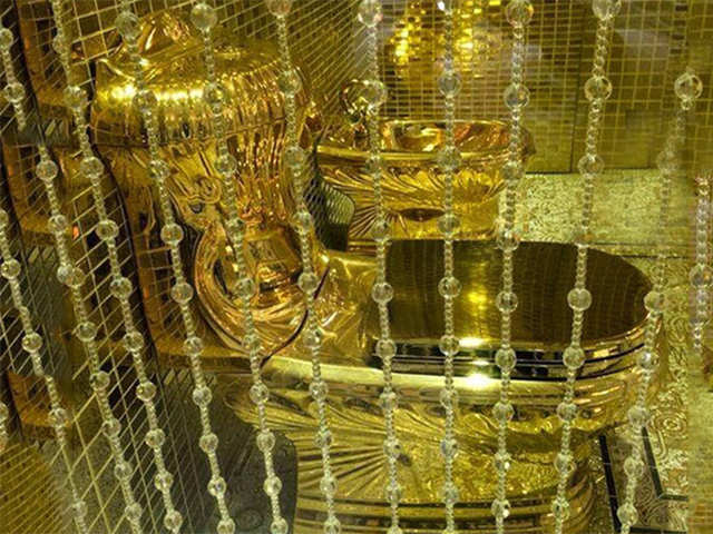 gold toilet. Golden toilet as a wedding gift  Strange things Saudi Princes