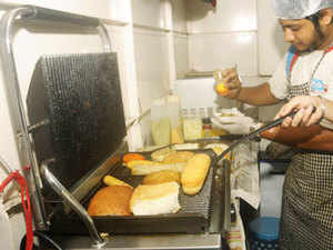 For restaurants, the online platforms have helped increase their reach and this additional business source has improved their resource utilisation. (Representative image)
