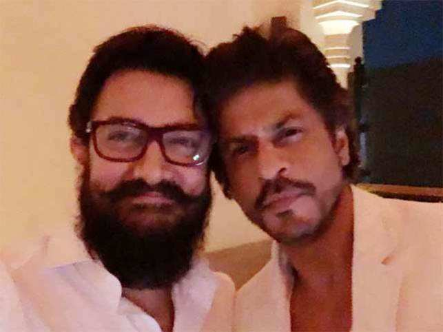 Aamir and SRK​ were attending the 50th birthday bash of entrepreneur Ajay Bijli.