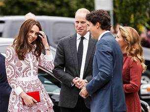 From Ivanka Trump to Sheikh Hasina, Justin Trudeau's smile has spared no one!