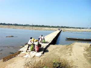 A temporary bamboo bridge across Mechhi river (Kishanganj district, Bihar) along India-Nepal border.
