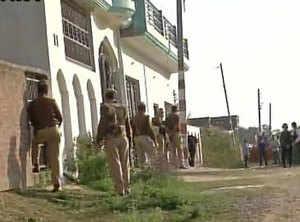 Encounter underway with suspected terrorist in Lucknow