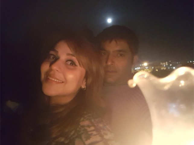 Kapil shared this picture of the couple on Twitter.