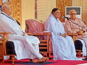 Mata Amirtanandamayi, Mohan Bhagwat and Bhaiyaji Suresh Joshi at a RSS meeting in Coimbatore.