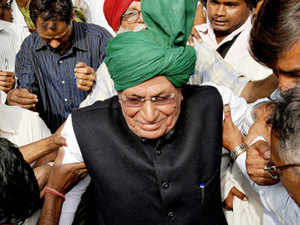 The single judge had issued the direction on a complaint by a private person alleging that the former Haryana chief minister OP Chautala was misusing his parole to attend public meetings.
