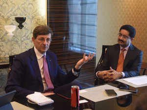 Kumar Mangalam Birla, Chairman, Aditya Birla Group and Idea Cellular Limited, and Mr. Vittorio Colao, CEO, Vodafone Group Plc at the Idea Vodafone merger.