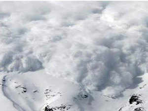 An avalanche took place between Chang La Pass and Tangtse village. Seventy-one tourists, including 21 women and children, were rescued