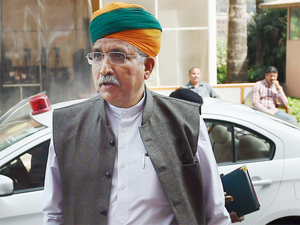 """Several people who are ineligible queueing up at RBI counters making the queue longer,"" Minister of State for Finance Arjun Ram Meghwal said."