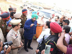 He reiterated the Congress party's poll promise of providing quality services and a corruption-free system to the people of Punjab.