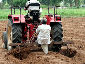 Capitalising on good tractor demand in the year, automaker that specialises in tractors, Mahindra & Mahindra grew at 22% in the year ending March 31.
