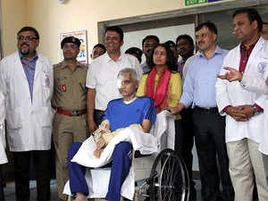 CRPF commandant Chetan Kumar Cheetah with his wife Uma and Doctors after he was discharged from AIIMS Hospital in New Delhi on Wednesday.