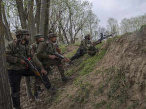 On April 5, Pakistani troops violated the ceasefire along the LoC in Poonch district by shelling forward posts with mortar bombs. (Representative image)