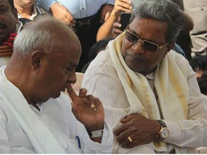 Chief minister Siddaramaiah with former PM and JD(S) Supremo H D Devegowda